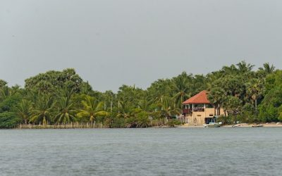 Sri Lanka kitesurfing tourists